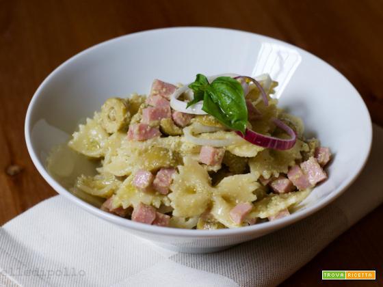 Pasta fredda con pesto di sedano e olive