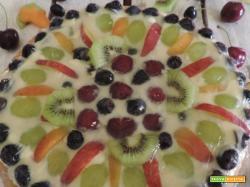 Torta morbida con frutta fresca