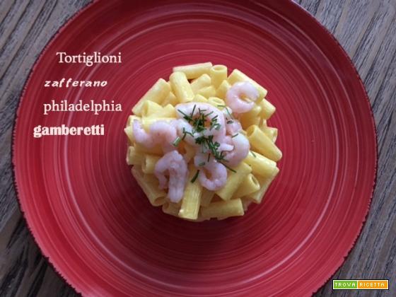 Tortiglioni zafferano, philadelphia e gamberetti