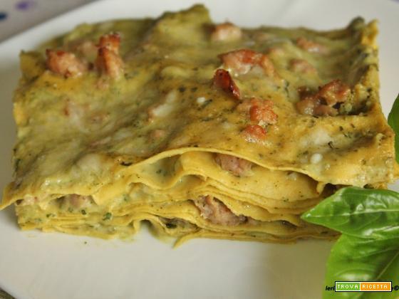 Lasagne con salsiccia e besciamella al pesto di basilico e noci