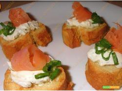 Crostini al salmone