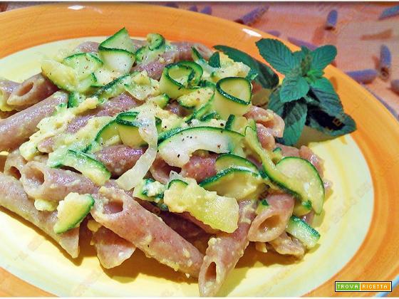 Pasta al farro con carbonara di zucchine al profumo di menta