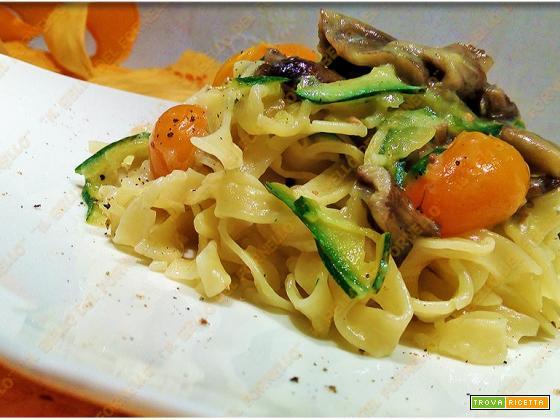 Fettuccine funghi, zucchine e datterino
