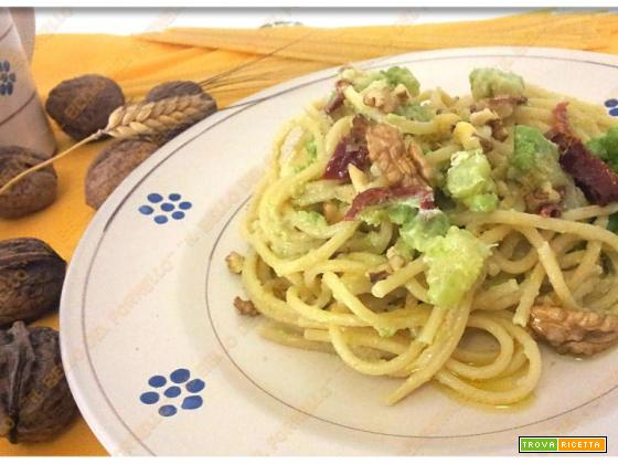 Spaghetti con cavolo romanesco e noci