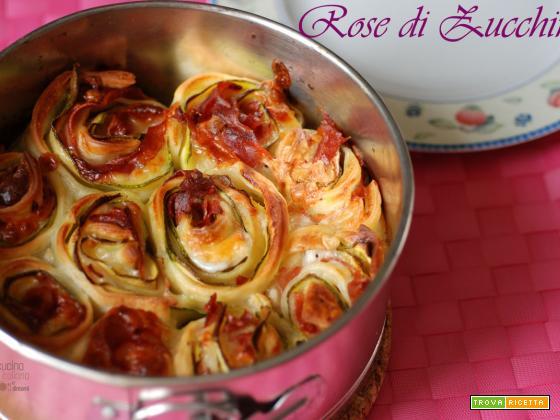 Rose di zucchine in pasta sfoglia con mozzarella e prosciutto
