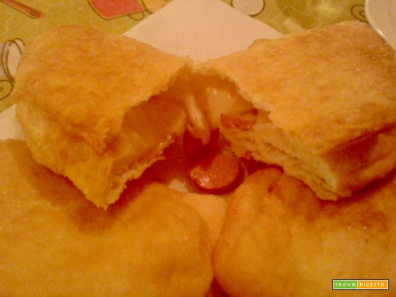 Panzerotti con mozzarella e wustel