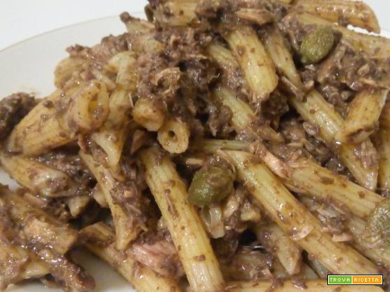 Pasta al patè di olive taggiasche, tonno e capperi