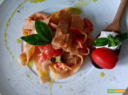 Pasta al pomodoro, basilico e ricotta