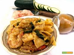 Pasta fresca alle zucchine, gamberi e curry