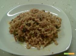 Pasta con alici, olive, capperi ed arachidi
