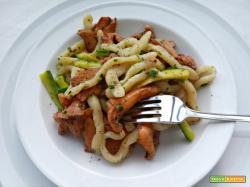 Strozzapreti ai funghi galletti e zucchine