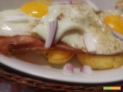 Uova con patate, cipolla e speck (all'ampezzana)