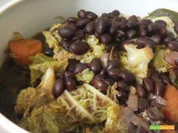 Zuppa di fagioli neri, verza e carote