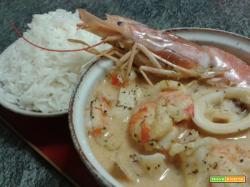 Zuppa di pesce speziata al latte di cocco e riso Jasmine