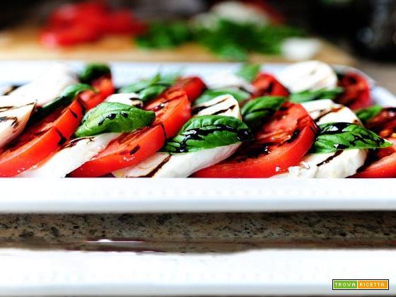 Come preparare la caprese con mozzarella, pomodori e basilico