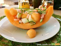 Barchette di melone con zucchine e gamberi