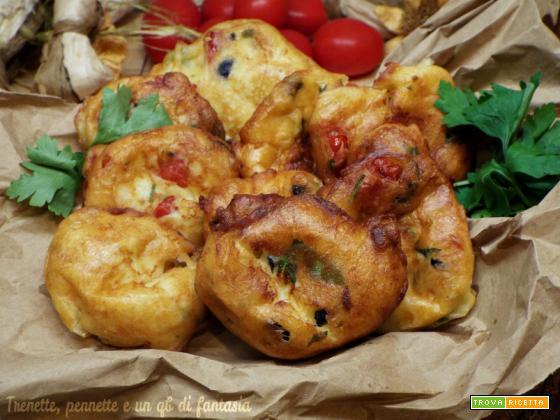 Bocconcini di olive con pomodori e acciughe