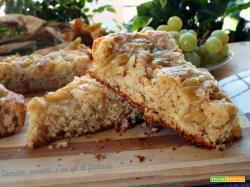 Crostata morbida con banana e uva bianca