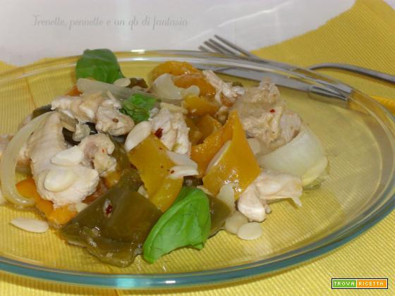 Filetti di pollo con peperoni e mandorle