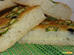 Focaccia con zucchine e olive