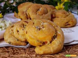 Girandole di pane giallo con zucca e condiriso
