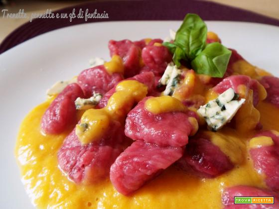 Gnocchi di rapa rossa con zucca e gorgonzola