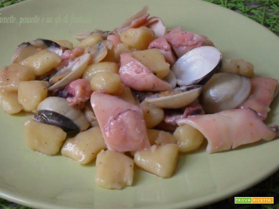 Gnocchi di patate con vongole e seppie