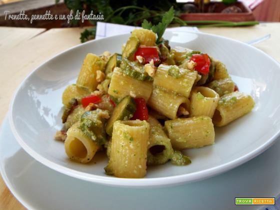 Mezze maniche con pesto di zucchine