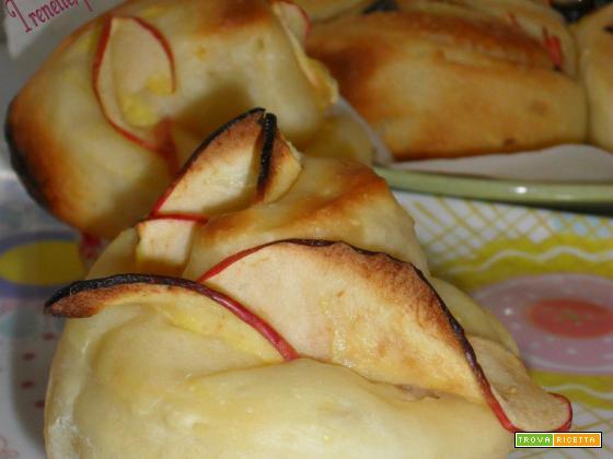 Muffin di brioche di rose con mele
