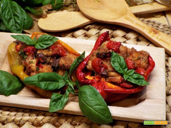 Peperoni ripieni di pollo, pomodorini e olive