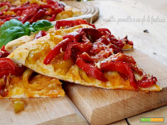 Pizza croccante con peperoni e paprika