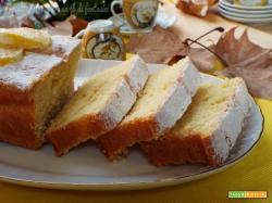 Plumcake soffice e profumato con panna e limone
