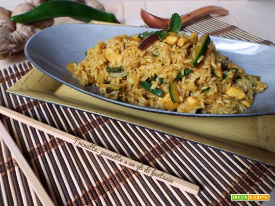 Riso parboiled con zucchine, pollo e spezie