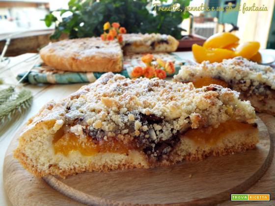 Sbriciolona con albicocche e crumble di pistacchi
