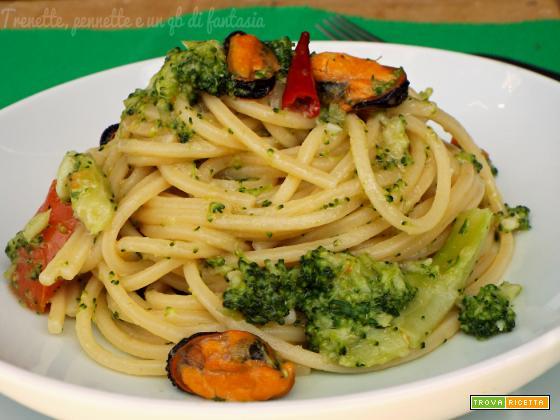 Spaghetti quadrati con broccoli e cozze