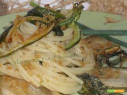 Spaghetti con zucchine e code di cipolla