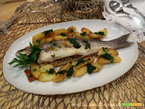 Spigola ripiena con patate e salsa verde