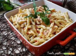 Strozzapreti con pesto di formaggi, pomodorini e rucola