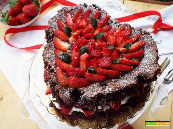 Torta Cuore con crema di cioccolato e fragole