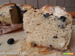 Torta di pane con patate e olive nere