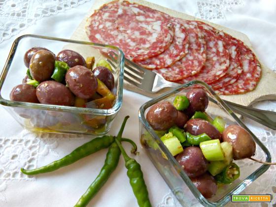 Olive piccanti aromatizzate