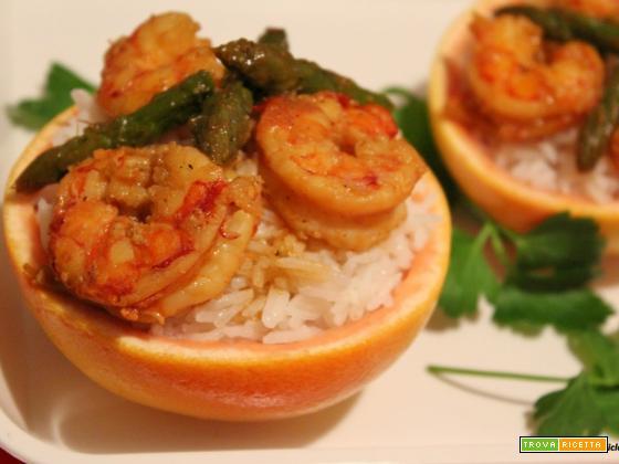 Cestini di riso basmati con asparagi e gamberoni in salsa di pompelmo