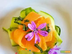 Insalatina fresca di Zucchine e Melone con foglie di Origano fresche o Melissa o Basilico