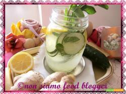 Acqua detox al limone e zenzero (con cetriolo e menta) per pancia piatta