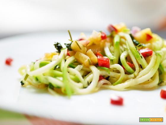 spaghetti di zucchine con salsa HawaiI