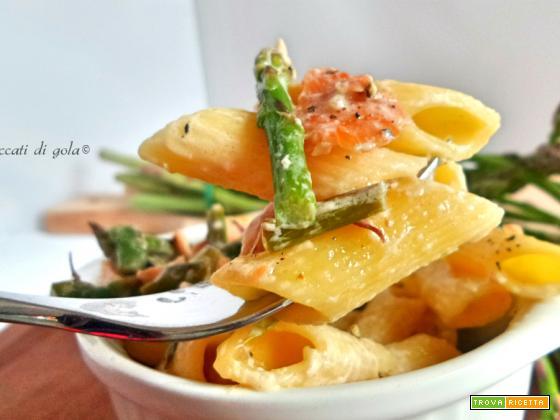 Mezze penne primavera- Pasta con robiola, salmone e asparagi