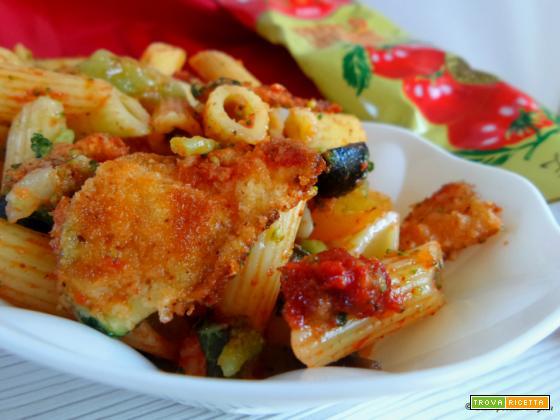 Pasta fredda di verdure con olive e capperi