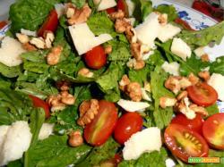 insalata rustica di rucola,noci,grana e pomodorini.