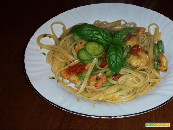 Linguine gamberetti, zucchine e pomodorini