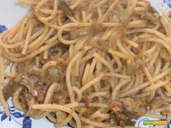 spaghetti al sugo di carciofi